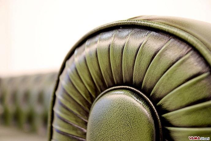 Dettaglio fondamentale del divano chesterfield